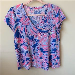 Lilly Pulitzer abstract coral print v-neck tee 152
